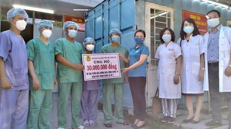 LĐLĐ Thừa Thiên – Huế tặng quà các y, bác sĩ tuyến đầu chống dịch