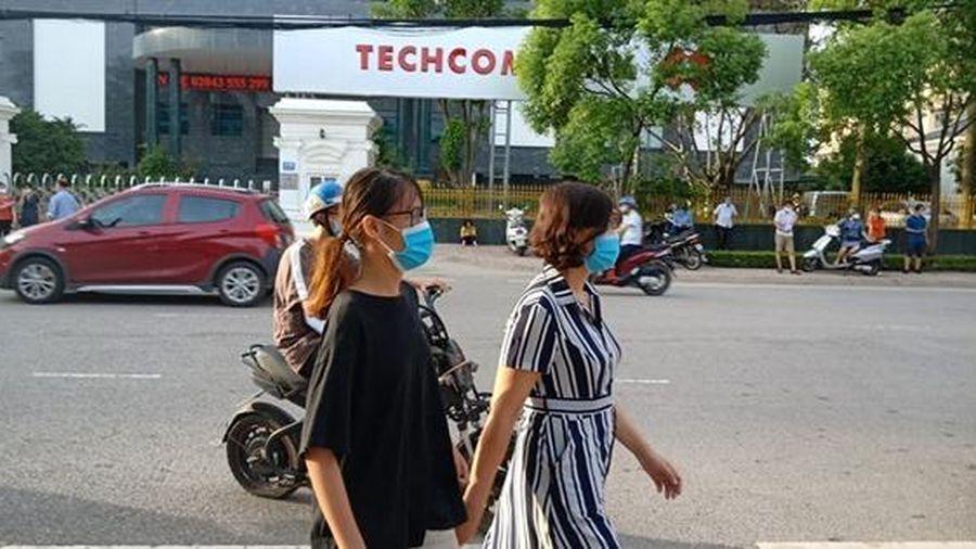 Bắc Giang: Phụ huynh hồi hộp chờ thí sinh thi môn Ngữ văn
