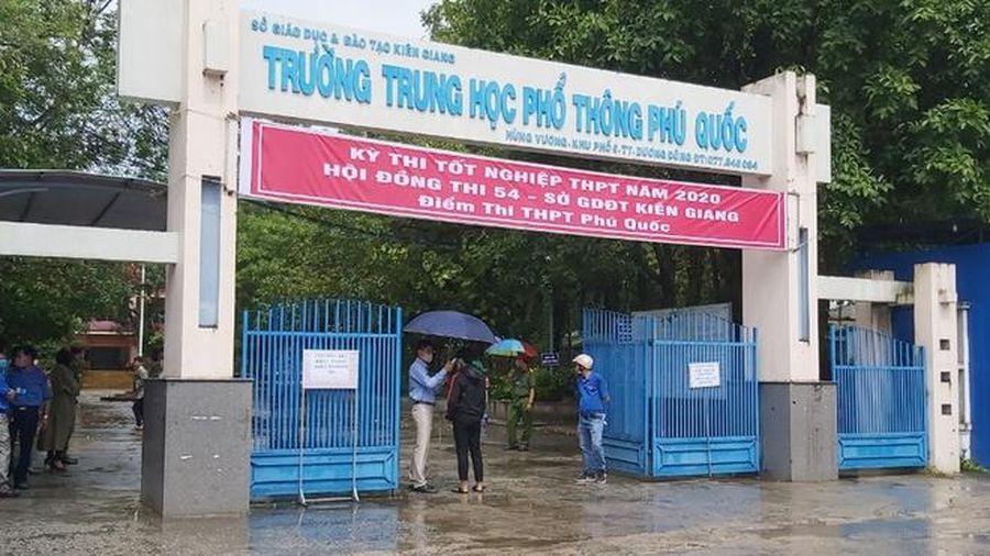 Phó Chủ tịch xã ở Phú Quốc tham dự kỳ thi tốt nghiệp THPT 2020