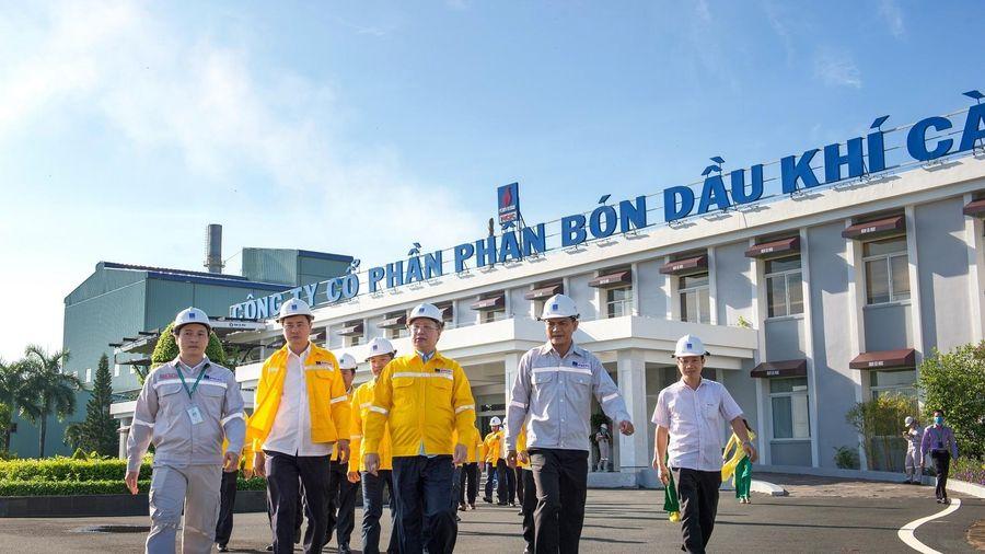 Đồng chí Trần Quốc Vượng thăm cụm công nghiệp Khí Điện Đạm Cà Mau: Tiết kiệm năng lượng, quản trị hiệu quả