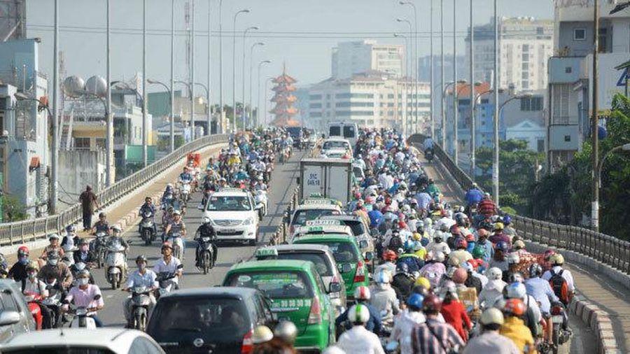 6 kinh nghiệm vàng lái xe số sàn trong thành phố