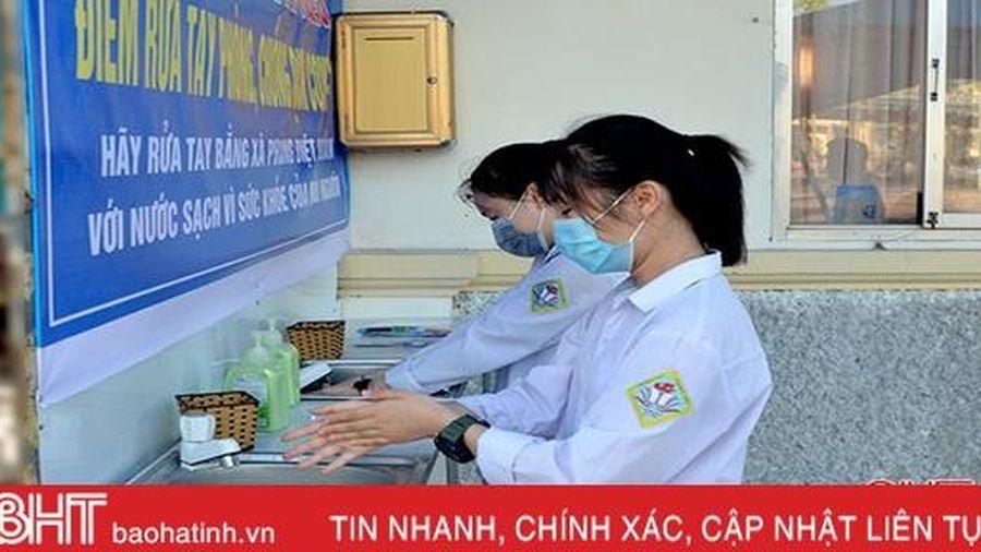 Lắp đặt điểm rửa tay phòng dịch cho học sinh TP Hà Tĩnh