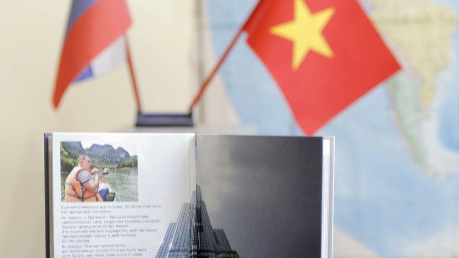 'Việt Nam cất cánh' - cuốn sách tô thắm tình hữu nghị Việt Nam-Nga