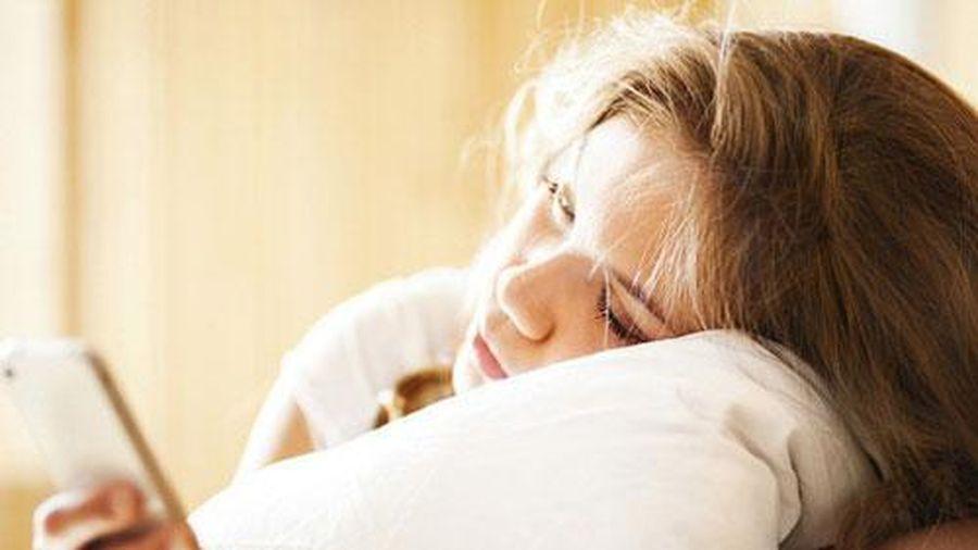 Sáng ngủ dậy tuyệt đối đừng làm 5 việc này kẻo sức khỏe bị 'bào mòn' lại rất hại cho não
