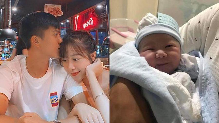 Vợ sinh con gái, Phan Văn Đức hạnh phúc làm bố!