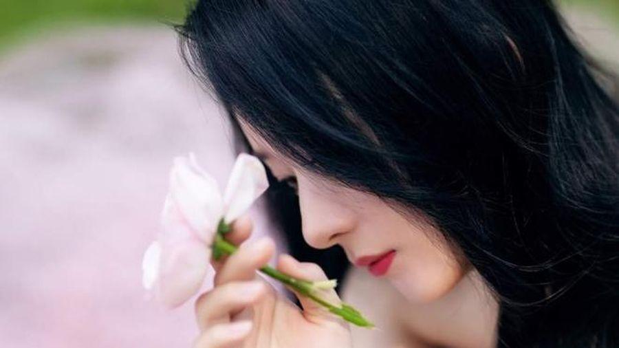 Triệu Lệ Dĩnh bất chấp các lùm xùm gần đây leo lên hạng 5 hot search nhờ diện váy cực thanh lịch tại Quảng Châu