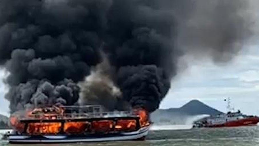 Tàu khách cháy ở biển Kiên Giang đã quá hạn đăng kiểm