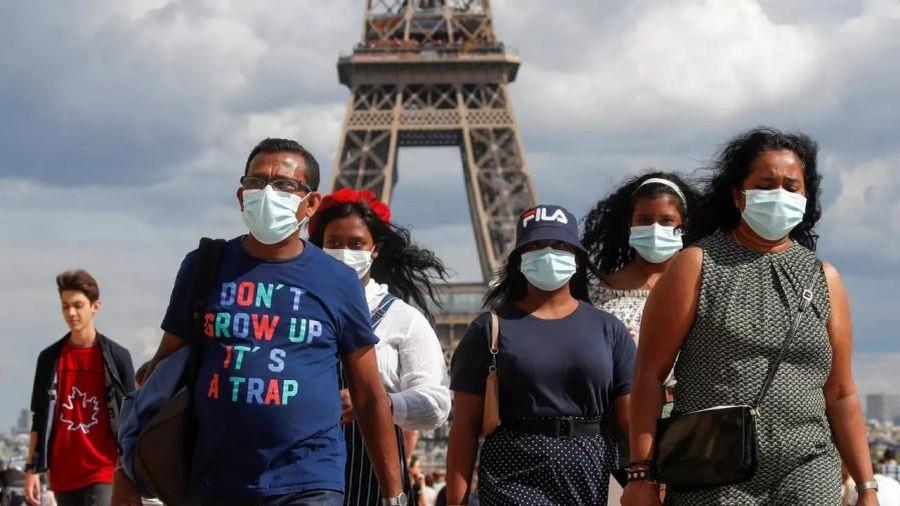 Thủ đô Paris bắt buộc người dân mang khẩu trang khi ở ngoài trời