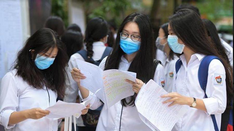 Gần 900.000 thí sinh hồi hộp bước vào môn thi đầu tiên kỳ thi tốt nghiệp THPT