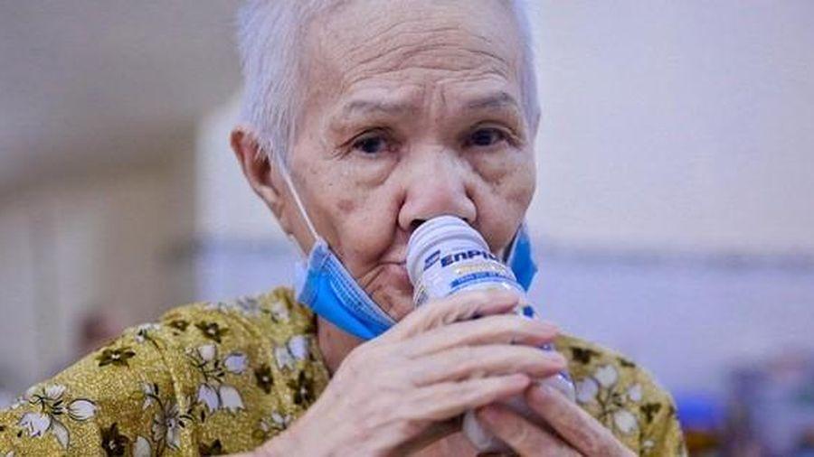 Giữa dịch bệnh, người già neo đơn ấm lòng vì không bị bỏ lại phía sau