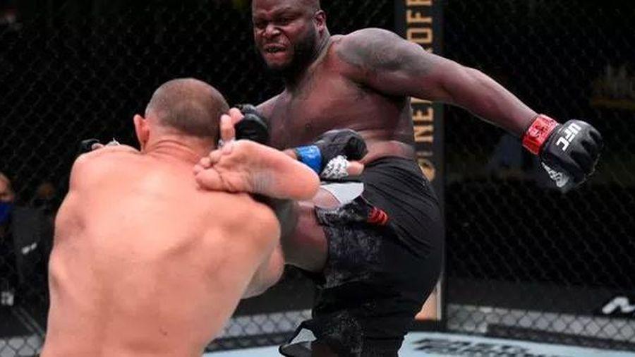 Derrick Lewis vượt khó đánh bại ông lão Aleksei Oleinik, lập nên kỷ lục mới tại UFC