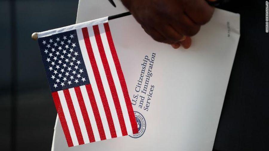 Số người Mỹ từ bỏ quốc tịch tăng vọt