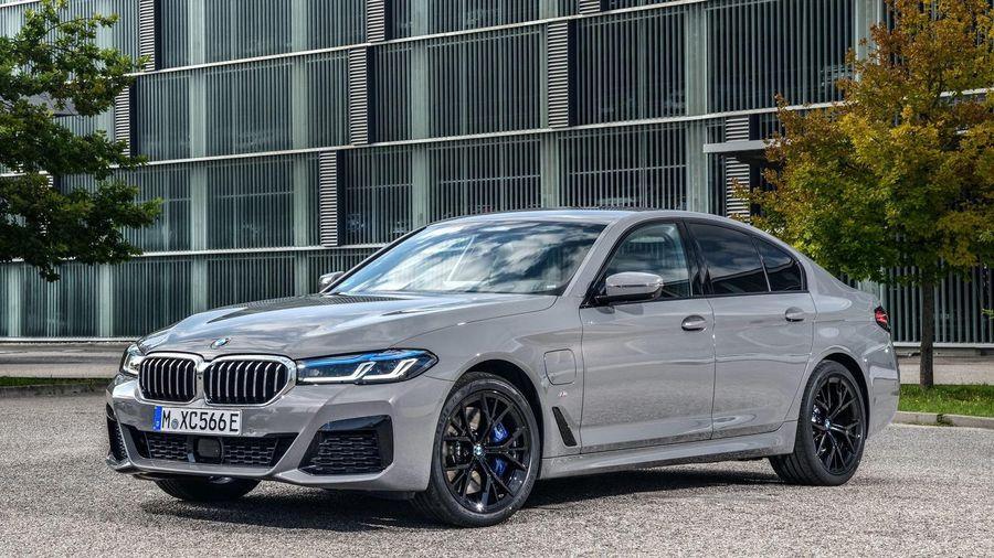 Chi tiết BMW 545e xDrive 2021 G30 - mẫu hybrid nhanh nhất của BMW