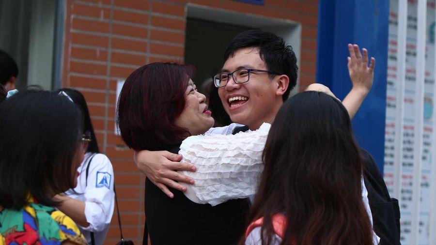Thí sinh Hà Nội rạng ngời sau khi kết thúc kỳ thi THPT năm 2020