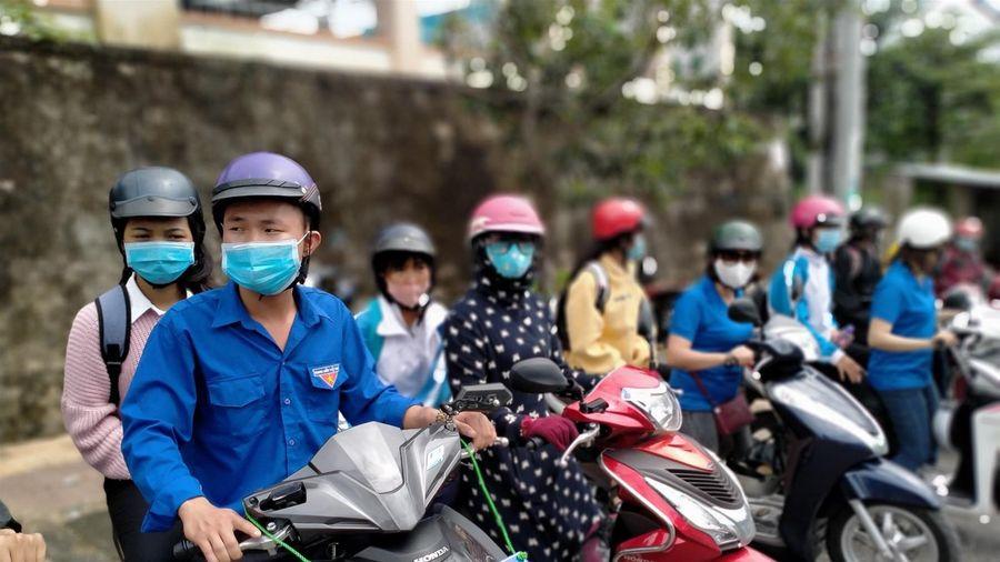 Kon Tum: Đội xe ôm tình nguyện viên đưa đón thí sinh miễn phí