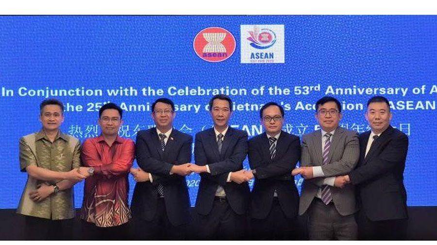 Kỷ niệm 53 năm thành lập ASEAN và 25 năm Việt Nam gia nhập ASEAN tại Côn Minh, Trung Quốc