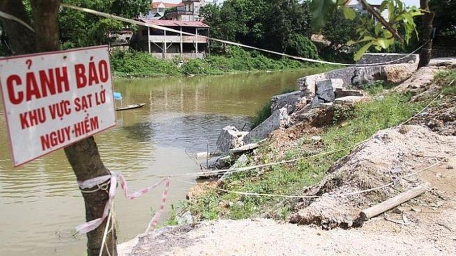 Hà Nội công bố tình trạng khẩn cấp sự cố sạt lở bờ một số tuyến sông