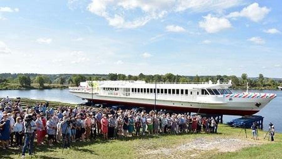 Nga hạ thủy tàu chở khách chạy bằng LNG đầu tiên