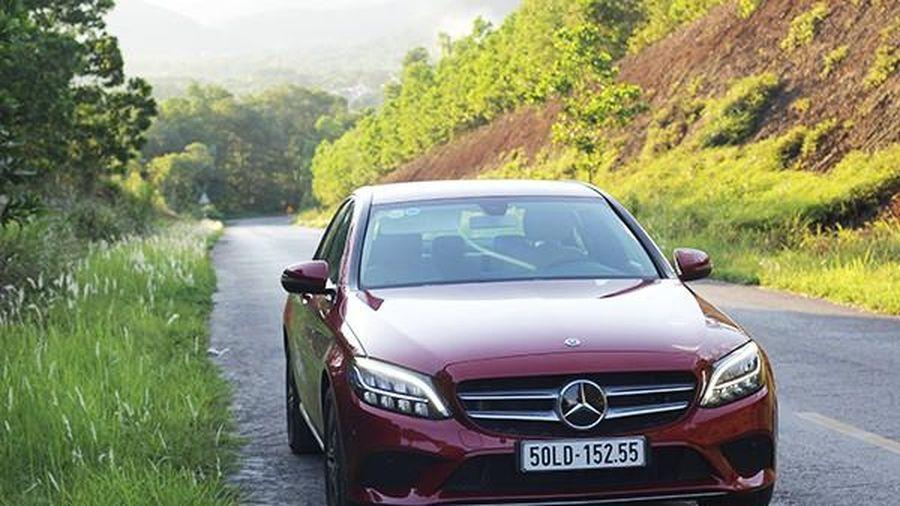 Cận cảnh xe sang giá rẻ Mercedes-Benz C180 chỉ 1,39 tỷ đồng