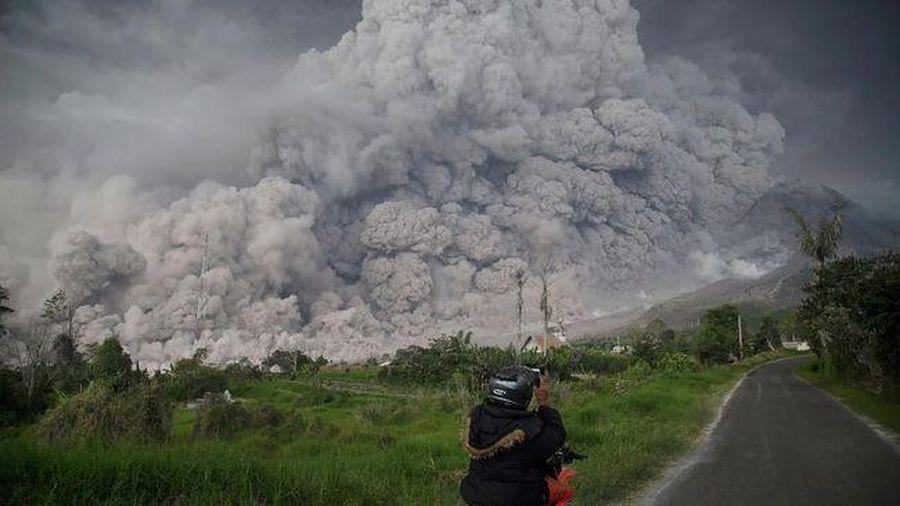 Núi lửa Sinabung (Indonesia) phun trào nhiều lần, cảnh báo dung nham lạnh