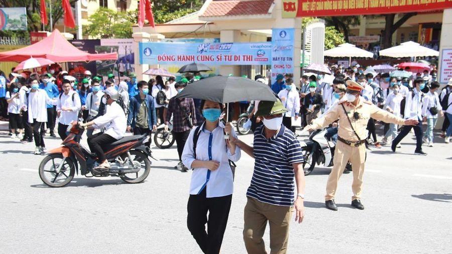 Một số điểm thi ở Quảng Ninh thiếu đề thi tốt nghiệp bài tổ hợp, phải in sao gấp