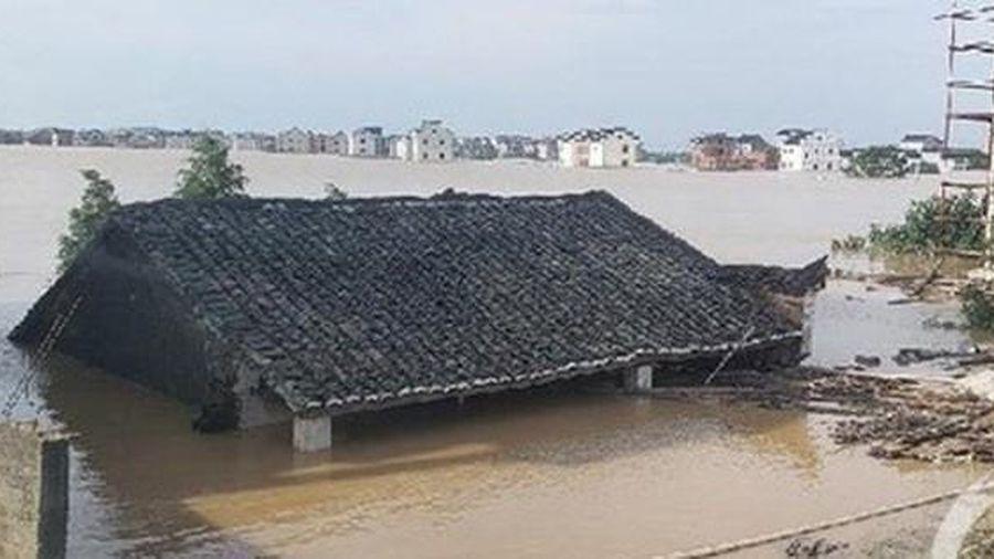 Lũ lụt tồi tệ ở Trung Quốc: Mưa dữ dội làm vỡ bờ hồ lớn nhất thế giới, người dân khóc ròng vì mất tất cả