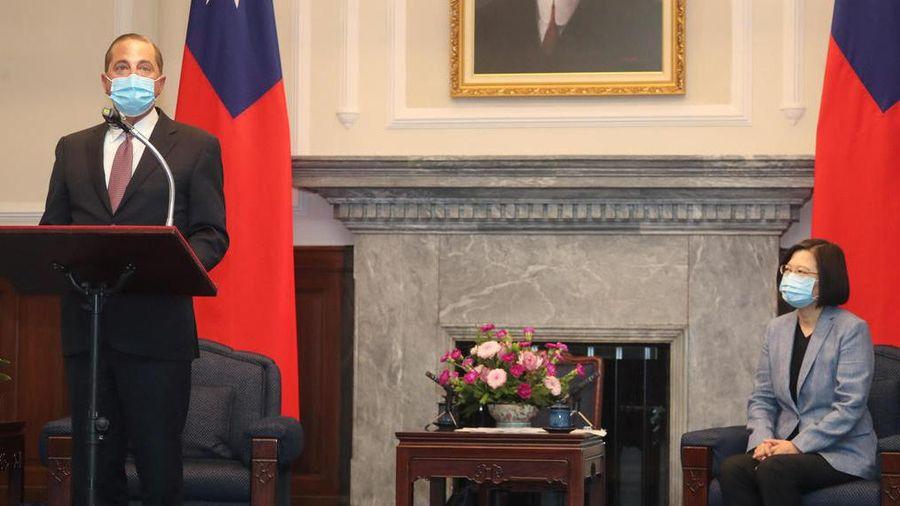 Lần đầu tới Đài Loan, Bộ trưởng Mỹ nhìn bà Thái rồi nói: Rất cảm ơn Chủ tịch Tập đã chào đón tôi!