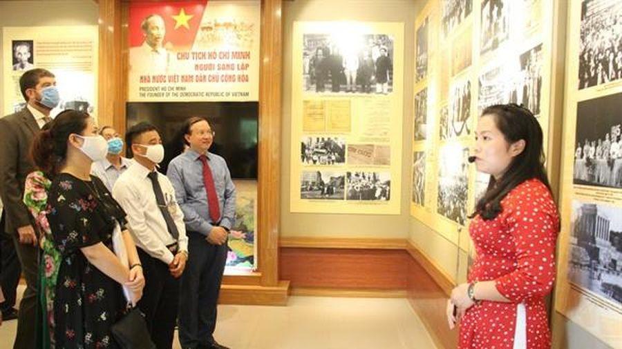 Khai mạc trưng bày chuyên đề 'Chủ tịch Hồ Chí Minh- người sáng lập Nhà nước Việt Nam Dân chủ Cộng hòa'