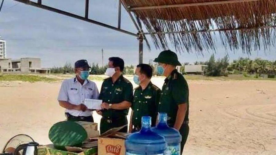 Cựu binh Trường Sa ở Đà Nẵng tặng quà cho 31 chốt phòng dịch
