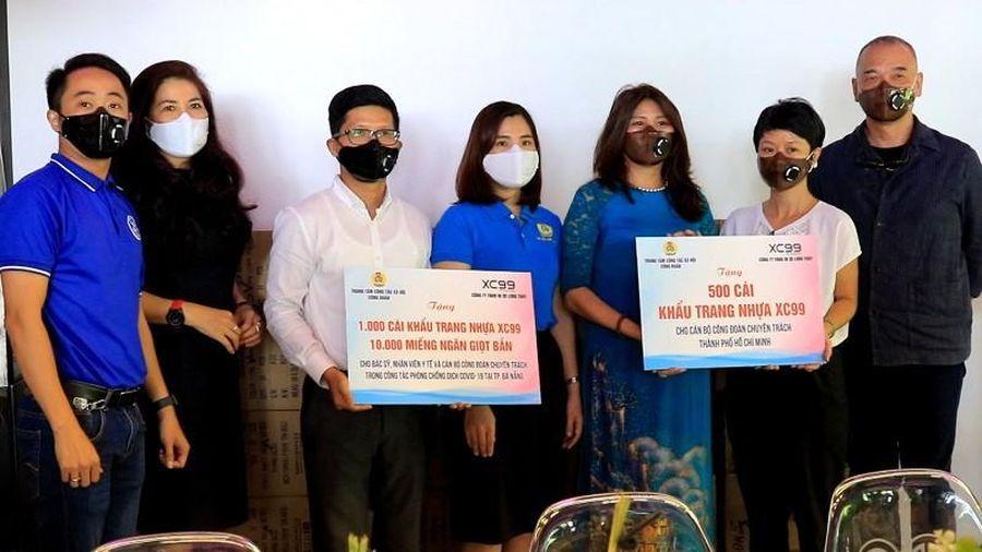 Tặng 1.000 khẩu trang nhựa cho y bác sỹ tuyến đầu chống dịch