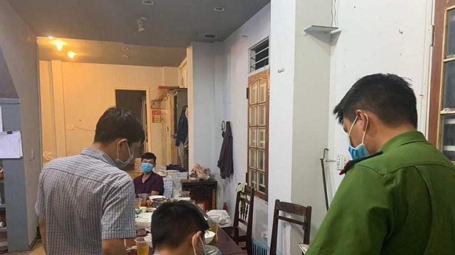 Đắk Lắk: Lập biên bản các nhân viên công ty tụ tập ăn nhậu