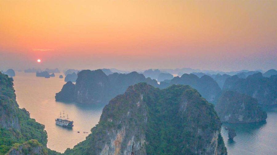 Báo Tây gợi ý vịnh Hạ Long là điểm ngắm bình minh đẹp trên thế giới