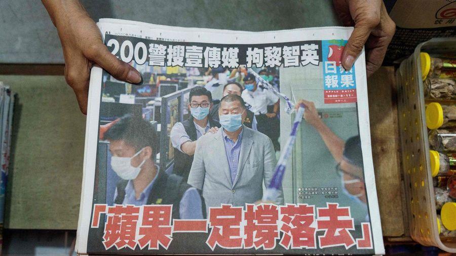Báo Hong Kong 'cháy hàng' sau khi chủ bị bắt vì luật an ninh mới