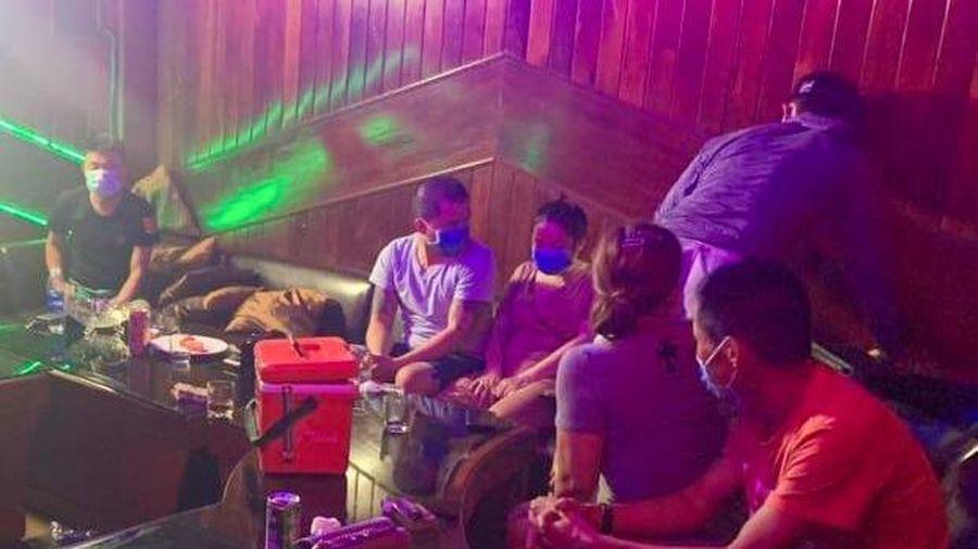 24 nam nữ phê ma túy trong phòng karaoke ở Đà Nẵng