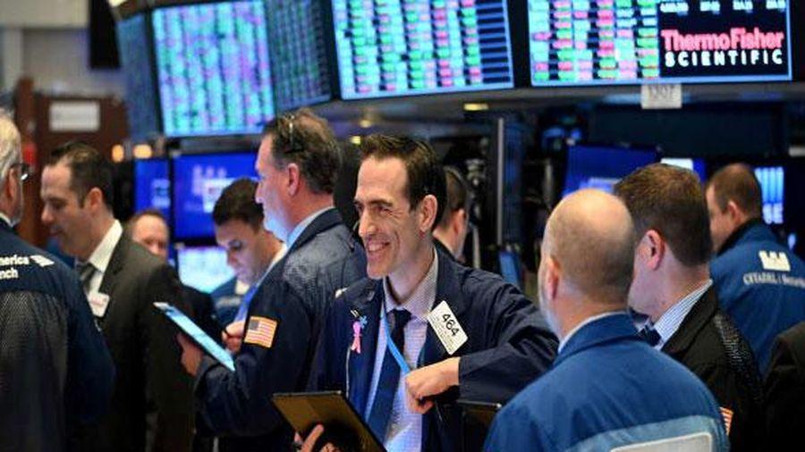 Chứng khoán Mỹ: Kỳ vọng vào gói cứu trợ mới, S&P 500 tiến sát đỉnh mọi thời đại
