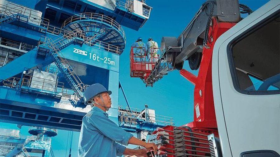 Sửa chữa cần cẩu tại cảng biển có thuộc nghề nặng nhọc?