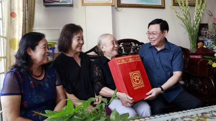 Hà Nội tặng quà các đối tượng chính sách dịp kỷ niệm 75 năm Quốc khánh