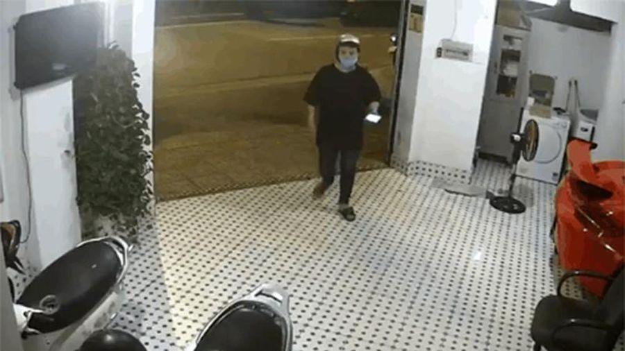 Clip: Đang rình rập ăn trộm, nam thanh niên gặp ngay sự cố 'khó đỡ'