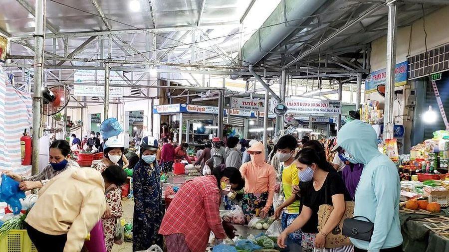 Đà Nẵng phát thẻ đi chợ, người dân 3 ngày được đi chợ 1 lần