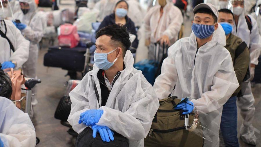 Đưa hơn 340 công dân Việt Nam tại Nga về nước an toàn