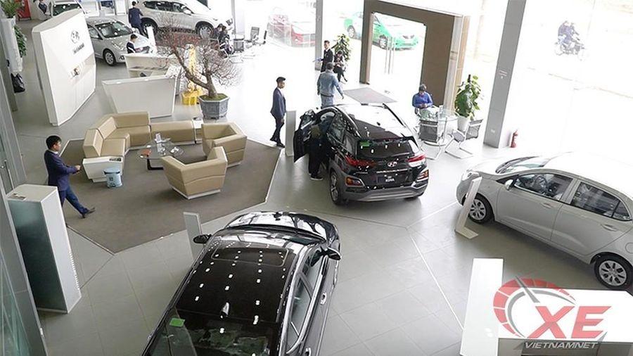 Thị trường ô tô Việt Nam tăng nhẹ, xe nội át xe ngoại