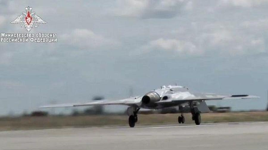 Forbes so sánh 'Thợ săn' của Nga với máy bay không người lái của Mỹ