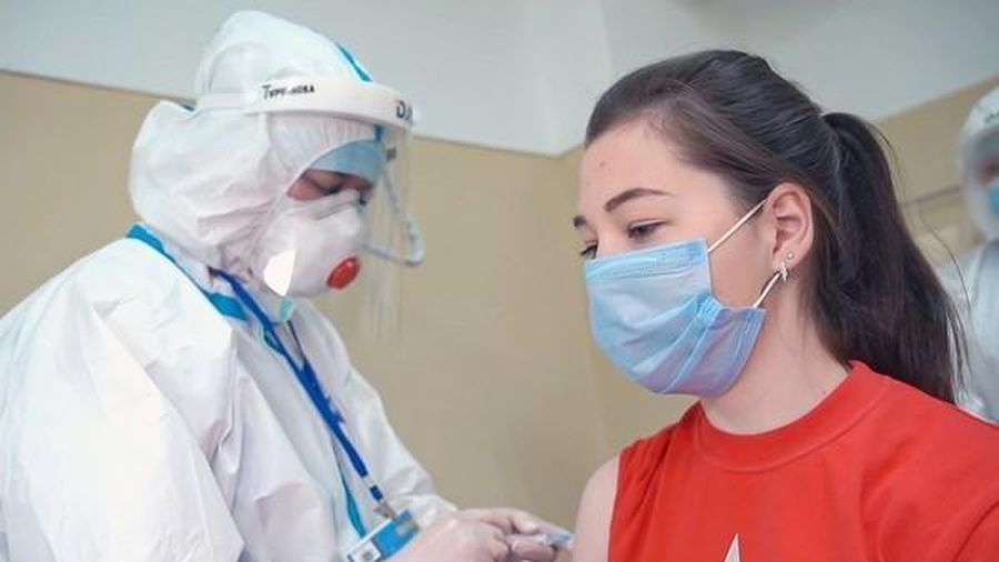 Con gái Tổng thống Putin tiêm vắc-xin Covid-19 do Nga sản xuất