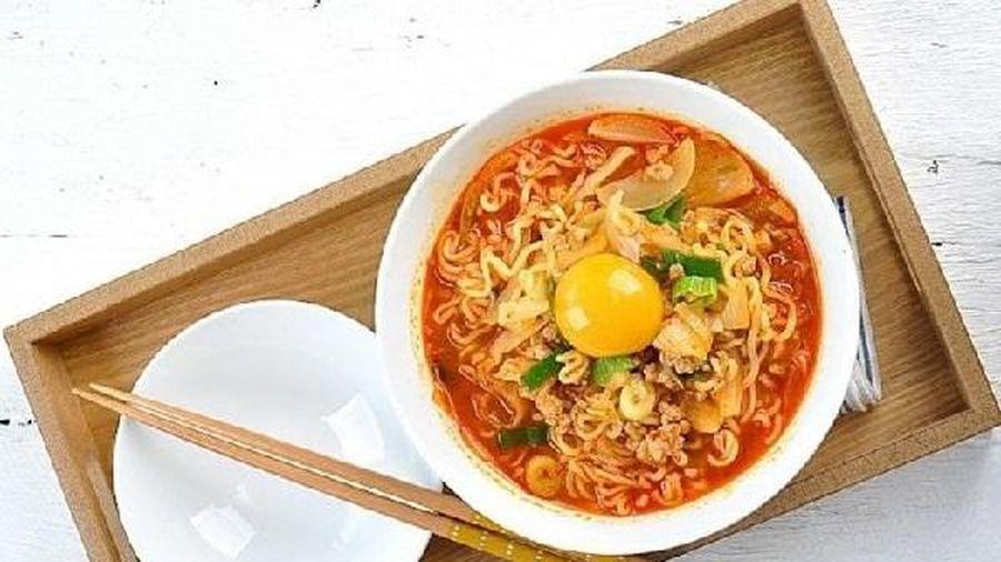 Cách nấu mì trứng chần cho bữa sáng tiện lợi, bổ dưỡng