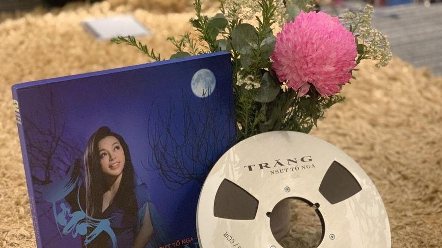 NSƯT Tố Nga phát hành album định dạng băng cối, đĩa than được làm hậu kỳ tại Mỹ