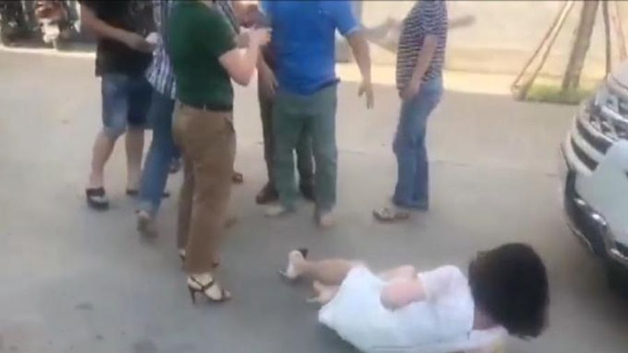 Hà Nội: Nhân viên bảo vệ công ty dược liệu DTA 'tung cước', một phụ nữ gãy xương sườn
