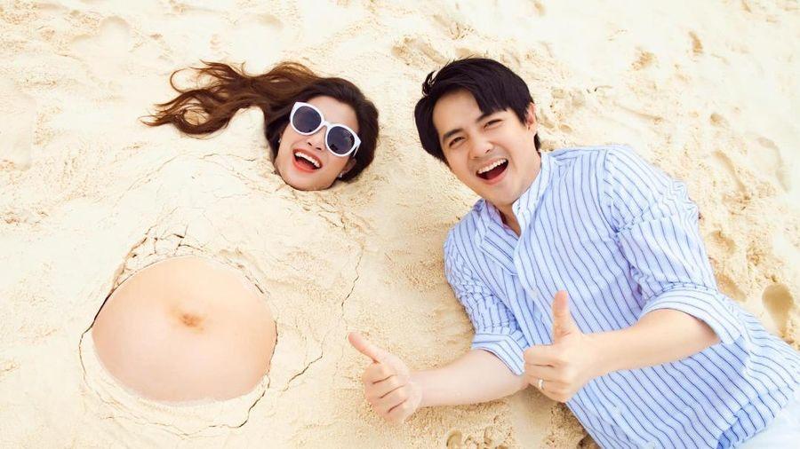 Đông Nhi - Ông Cao Thắng 'đắp cát' hài hước, Jun Phạm bình luận gây liên tưởng mạnh mẽ