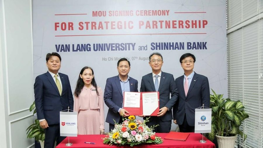 Ngân hàng Shinhan ký kết hợp tác chiến lược với Đại học Văn Lang
