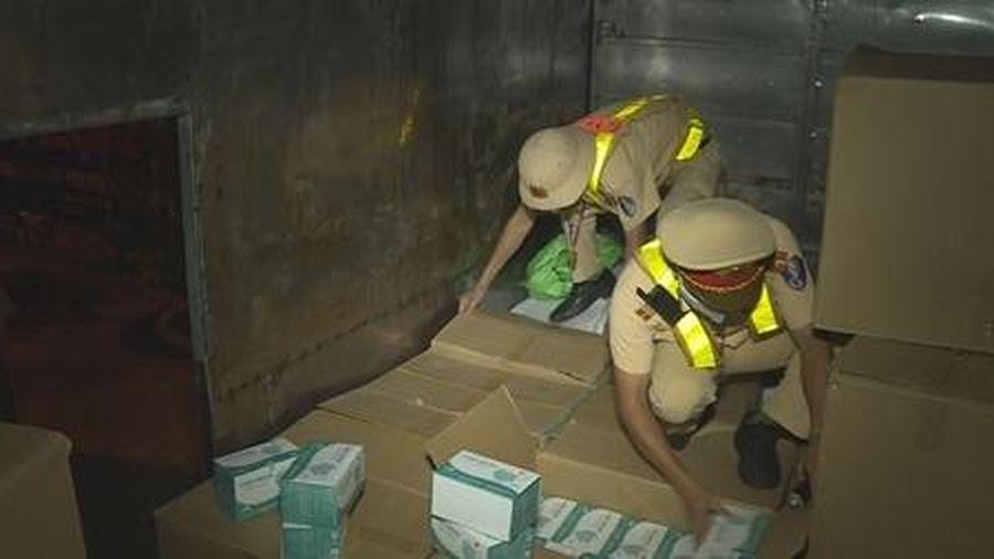 Vận chuyển hơn 67.000 chiếc khẩu trang y tế không rõ nguồn gốc