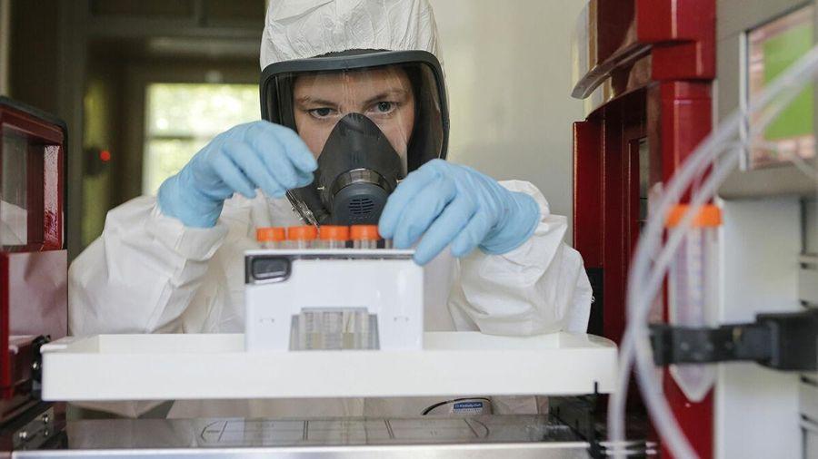 Cảnh bào chế, sản xuất những liều vaccine COVID-19 đầu tiên tại Nga